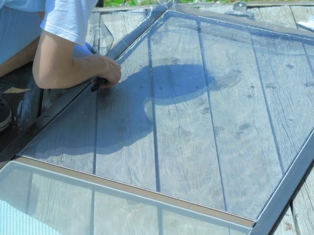 網戸を掃除してキレイにしよう!頑固な汚れには張り替えるのも手!